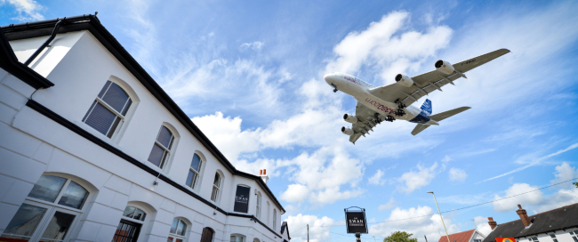 a380-airbus-farnborough-arrival-2016-07-10-20-19-35