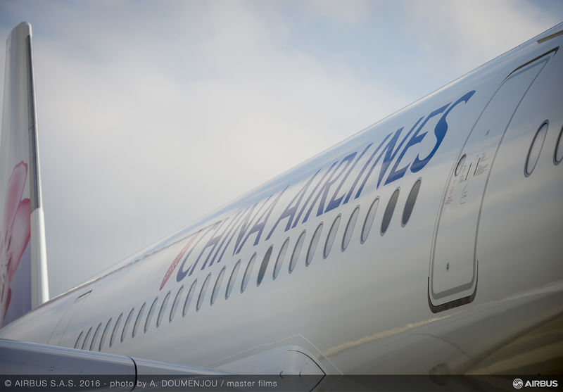 first_a350_xwb_delivery_to_china_airlines-ambiance-01-020