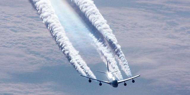 Risultati immagini per aereo inquinamento