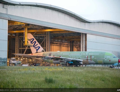 Roll out del primo A380 di ANA dalla stazione di assemblaggio