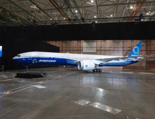 Boeing presenta il primo 777X completo